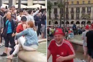 Hooligans Do Liverpool Atiram Turista Para Dentro De Uma Fonte Em Barcelona 10