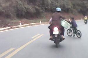 Casal Tem o Azar De Se Cruzar Com Criança No Trânsito 9
