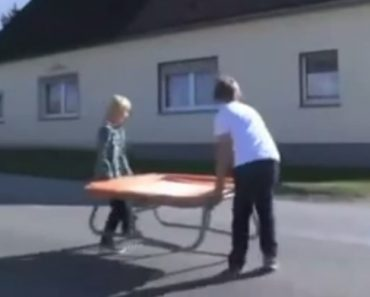 O Que Realmente Acontece Quando Duas Crianças Decidem Colocar Um Trampolim No Meio Da Estrada 3