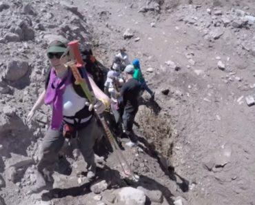 Tentar Subir Uma Montanha Durante Um Deslizamento De Terra Não é Uma Experiência Agradável 4