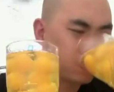 Homem engole 50 Ovos Crus Em 15 Segundos 6