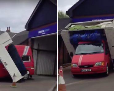 Condutor Esquece-se De Verificar a Altura Da Lavagem Automática e Sofre As Consequências 2