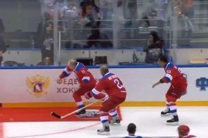 Putin Cai No Gelo Durante a Volta Da Vitória No Fim De Um Jogo De Hóquei 10