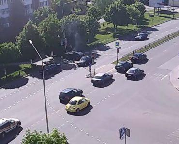 Câmara De Vigilância Capta Momento Em Que Automobilista Sofre Estranho Despiste 5
