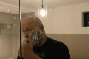 Homem Usa a Sua Própria Barba Para Criar Fisga e Respetivas Munições 9