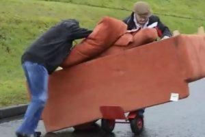 A Difícil Tarefa De Transportar Um Sofá 10