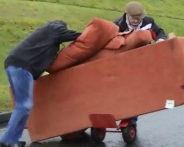 A Difícil Tarefa De Transportar Um Sofá 5