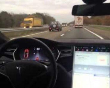 Condutor Confia Tanto No Sistema De Condução Automático Que Até Se Senta No Banco De Trás 4