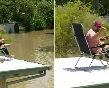 Australiano Aproveita Inundação Para Beber Cerveja e Pescar a Partir Do Telhado Da Sua Casa 3
