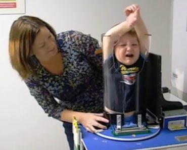 Parece Um Aparelho De Tortura, Mas é Um Equipamento Médico Infantil 6