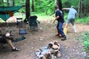 Guitarrista Atacado e Mordido Por Morcego Enquanto Tocava Em Floresta 9