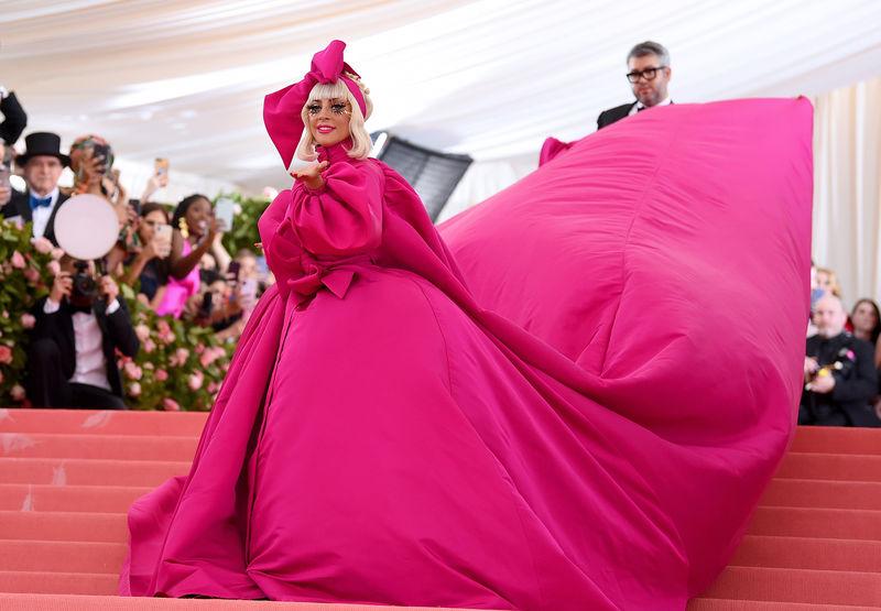 Lady Gaga Arrasa Na Chegada Ao MET Gala 2019 e Acaba Em Lingerie 3