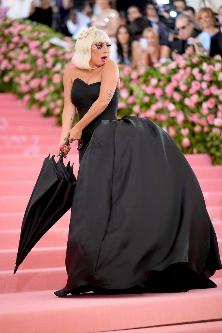 Lady Gaga Arrasa Na Chegada Ao MET Gala 2019 e Acaba Em Lingerie 4