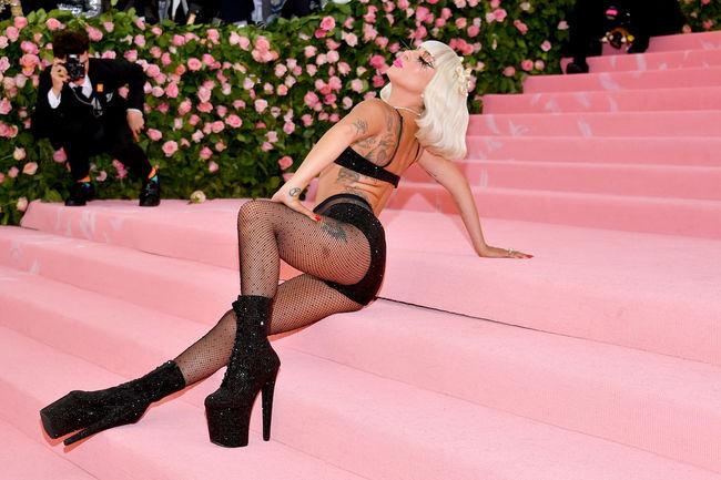 Lady Gaga Arrasa Na Chegada Ao MET Gala 2019 e Acaba Em Lingerie 8
