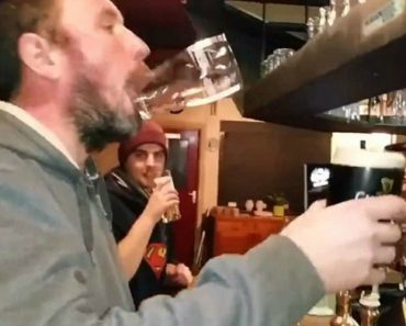 A Invulgar Habilidade De Um Homem Que Certamente Passa Muitas Horas No Bar 9