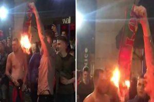 Adeptos Ingleses Pegam Fogo a Cachecol Da Seleção Portuguesa Nas Ruas Do Porto 8