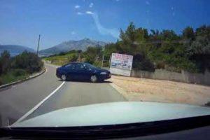 Carro Vai Sozinho Para a Praia Após Condutora o Ter Deixado Destravado No Estacionamento 17