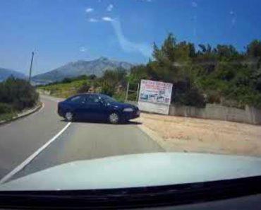 Carro Vai Sozinho Para a Praia Após Condutora o Ter Deixado Destravado No Estacionamento 3