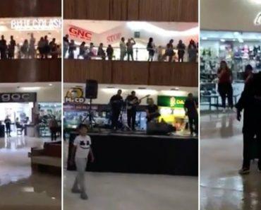 Inundação Em Centro Comercial Inspira Músicos a Tocarem o Tema Do Titanic 1