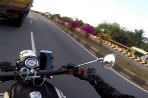 Intenso Momento Em Que Motociclista Quase Colide De Frente Com Camião 10