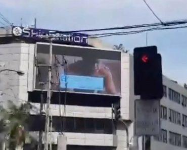 Ecrã Gigante De Cidade Filipina Transmite Filme Para Adultos Acidentalmente 1