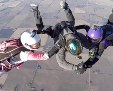Mulher Faz Tatuagem Durante Salto De Paraquedas 3