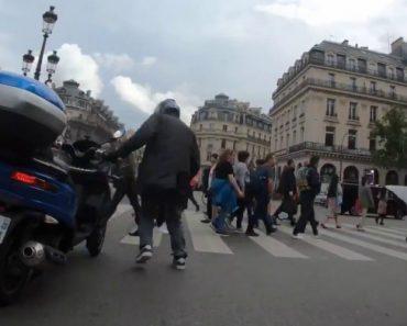 Motociclista Protagoniza Acidente Surreal 4