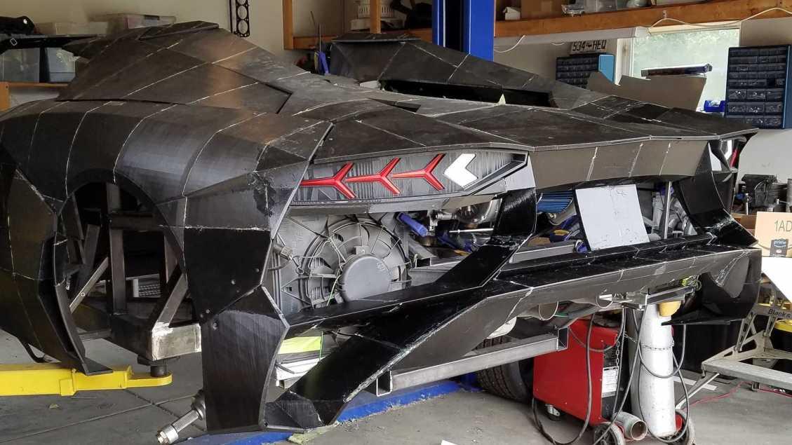 Pai e Filho Constroem Lamborghini Aventador Em Casa Com Uma Impressora 3D 5