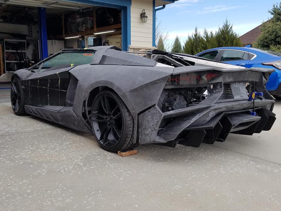 Pai e Filho Constroem Lamborghini Aventador Em Casa Com Uma Impressora 3D 6