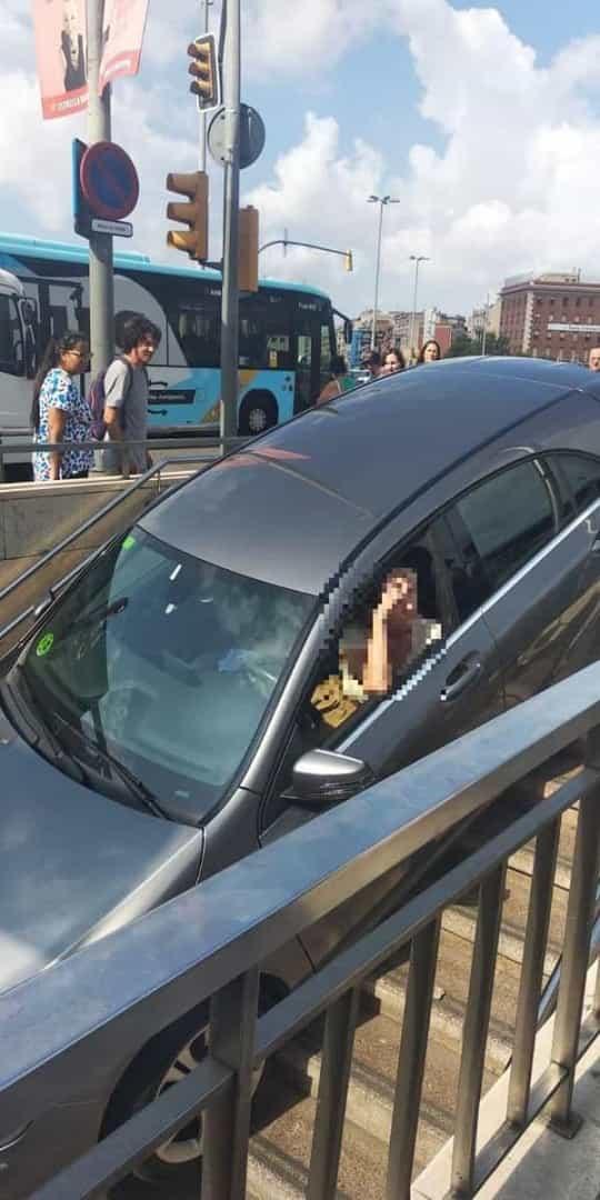 Condutora Confunde Parque e Entra De Carro Em Estação De Metro 3