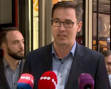 Político Húngaro é Alvo De Uma Partida Durante Conferência De Imprensa 7
