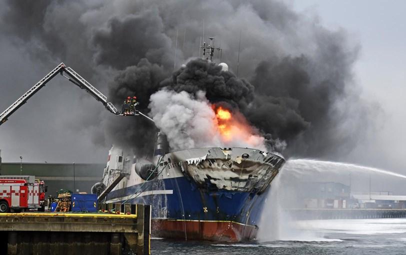 Navio Russo Com Amoníaco e Gasóleo Arde Em Porto Norueguês Há Mais De 24 Horas 1