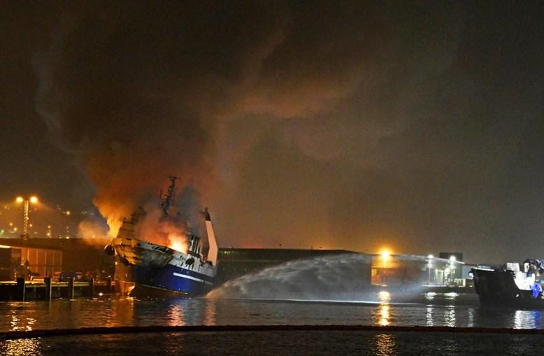 Navio Russo Com Amoníaco e Gasóleo Arde Em Porto Norueguês Há Mais De 24 Horas 2